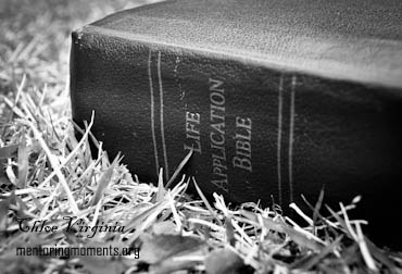 Black and White Bible by Chloe Virginia for www.MentoringMoments.org